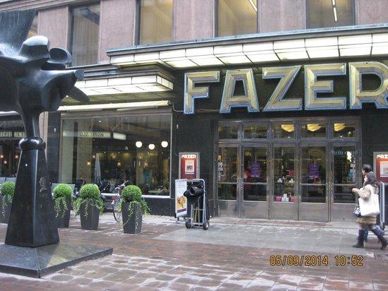 Karl Fazer Cafe: вход в кафе-магазин