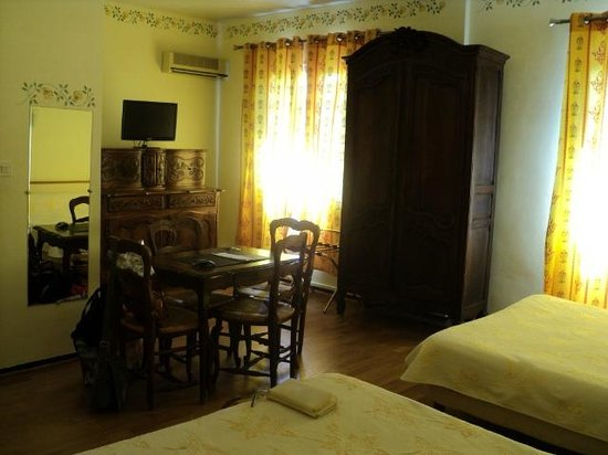 Hotel du Forum: Ruime kamer