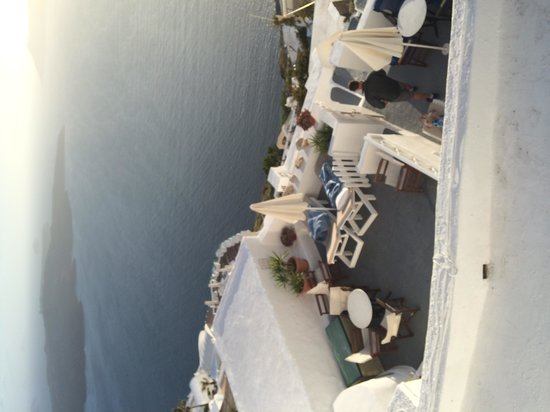 Villa Ilias Caldera Hotel: View of our terrace from above