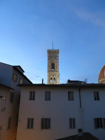 Hotel Brunelleschi: Bell Tower from open window