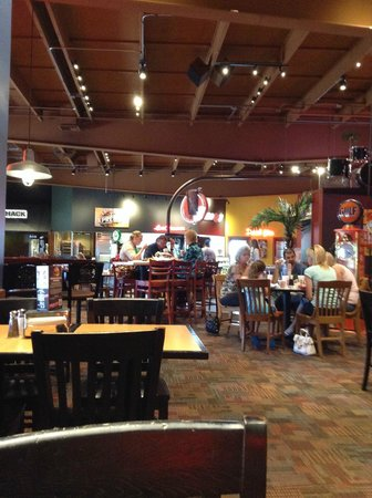 Fuddruckers Dining Room