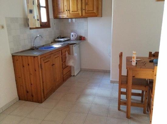 Anemos Apartments & Studios: living area