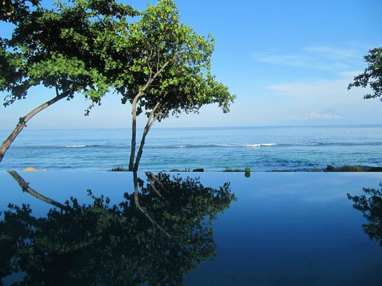 Jeeva Klui Resort: infinity pool - view from the restaurant