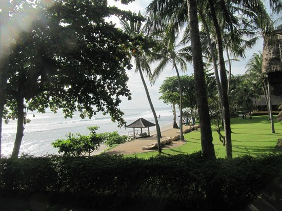 Jeeva Klui Resort: View to the beach/grounds from the spa