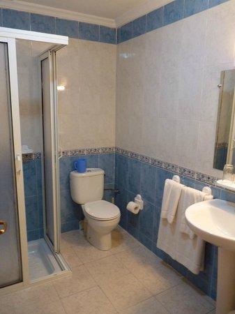 Motel Relais Ras el Maa : Baño de habitación 207