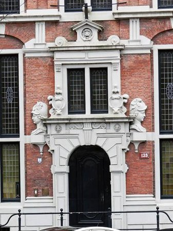 Emperor's Canal (Keizersgracht): the door