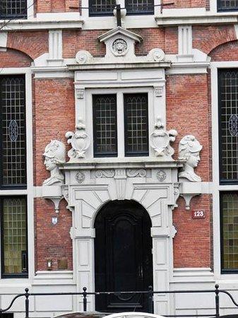 Emperor's Canal (Keizersgracht): the door