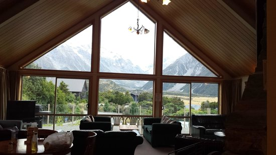 Aoraki Mount Cook Alpine Lodge : Spacious lounge