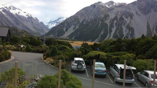 Aoraki Mount Cook Alpine Lodge: Balcony with the view