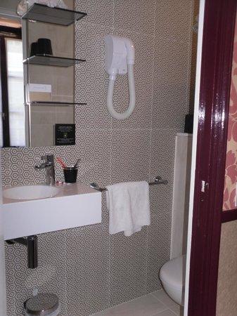 Hotel Design Sorbonne: Bathroom