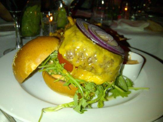 Pretty Damn Good : cheesburger