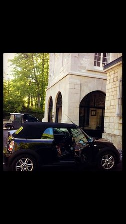 Domaine des Avenieres: Near Hotel entrance