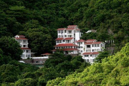 Hampshire Hotel – Queen's Garden Resort: Lovely oceanview setting on Saba