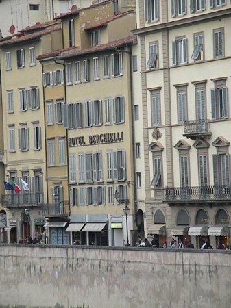 Hotel Berchielli: View from the Arno