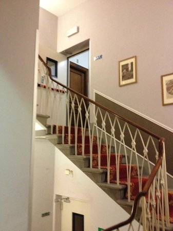 Hotel Berchielli: Staircase to rooms on 5th floor