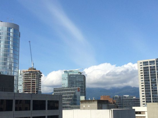 Four Seasons Hotel Vancouver : Great view when sunny