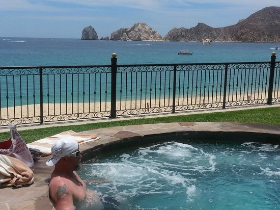 Villa La Estancia: So relaxing sitting in the hot tub looking at the wonderful view of Land's End