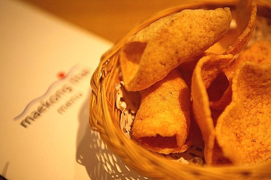 Maekong Thai: Free appetiser crackers.