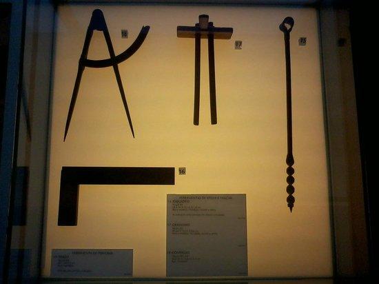 Museu De Artes & Ofícios: Ferramentas de medir e traçar - Placas Informativas