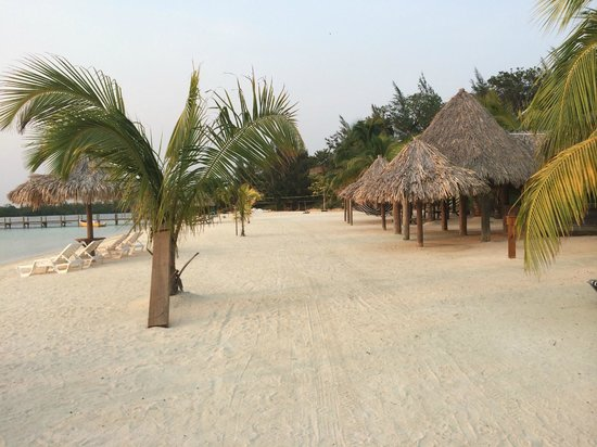 Turquoise Bay Dive & Beach Resort: Covered lounging areas