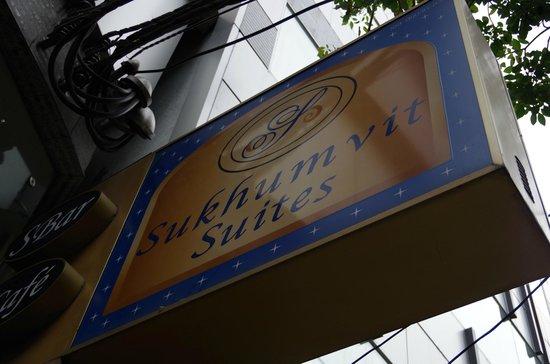 S Sukhumvit Suites: 目印の看板