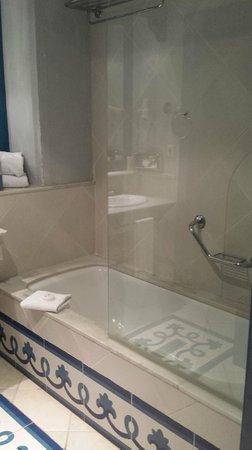 Hotel THe Volcan Lanzarote : baño