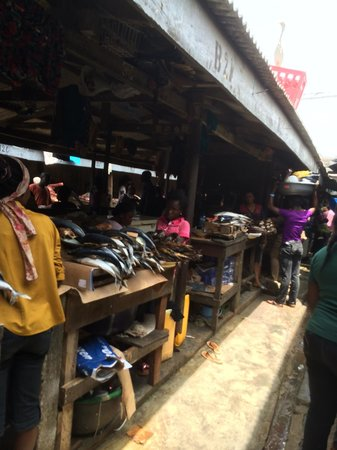Lekki Market : An alley