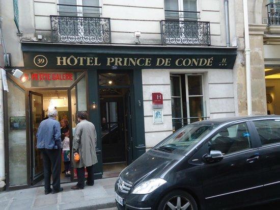 Hotel Prince de Conde: Front entrance