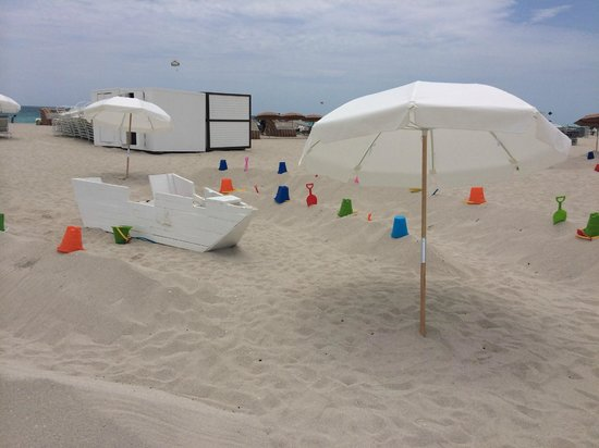 Delano South Beach Hotel: Kids play area by the beach 17th Street
