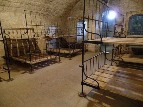 Champ de bataille de Verdun : Fort de Douaumont, dortoirs