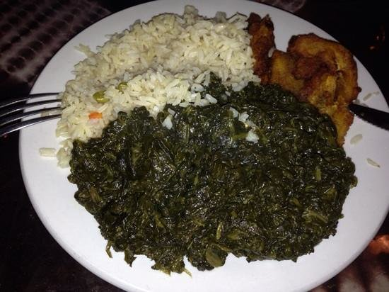 Bennachin Restaurant: sauteed spinach with rice and fried plantains