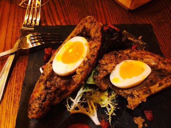 Harry's Bar & Grill: Fantastic Haggis & Egg starter is huge!