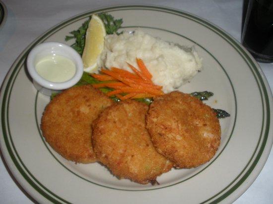 Jake's Famous Crawfish: crab cakes and mash