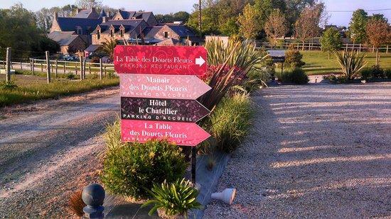 La Table Des Douets Fleuris : A l'approche du restaurant.