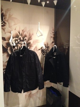Fabio Massimo Design Hotel : Nifty Hangers