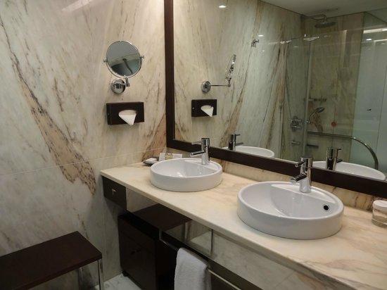 Porto Palacio Congress Hotel & Spa: Salle de bains
