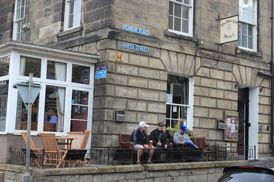 The Dunvegan Hotel: Enjoying a beer after a round on the Old Course