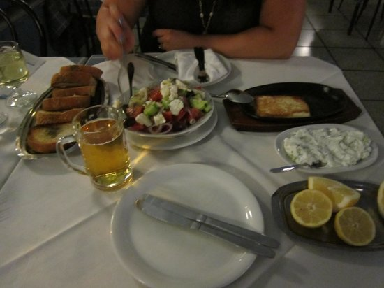 Arsenis Taverna Iseris : Greek Salad, Fried Cheese, Tzatziki and Bread