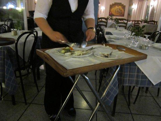Arsenis Taverna Iseris : Our waitress deboning our fish