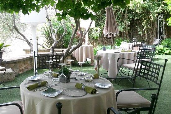 Hostellerie Le Castellas : Terrasse du restaurant