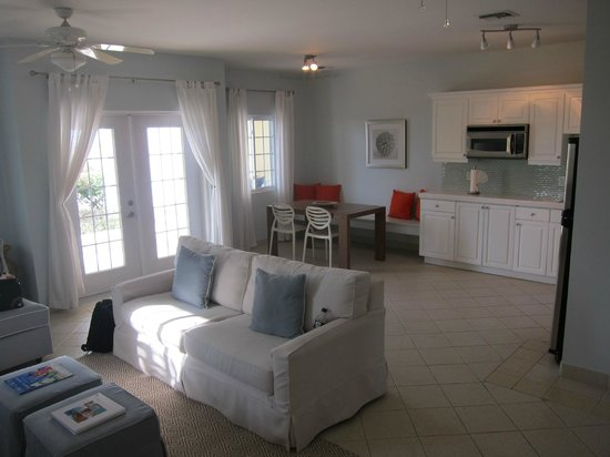Beach House Turks & Caicos: Dining and Living Room