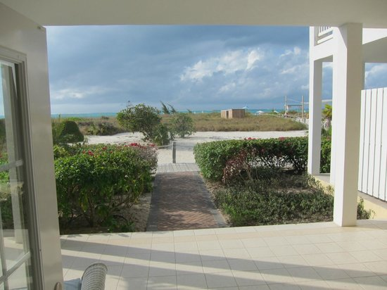 Beach House Turks & Caicos: Walk off the porch to the beach