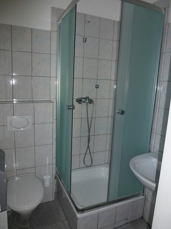City Hostel Berlin: Baño