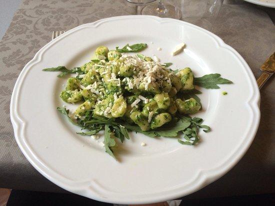 Aqua Mater Ristorante di Alta Cucina Italiana: Gnocco rucola e pesto di basilico con pecorino romano