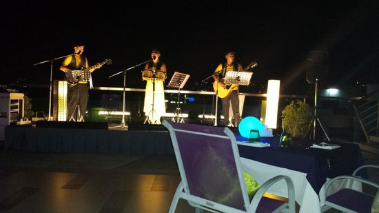 The KEE Resort & Spa: Live Band from Sky Lounge
