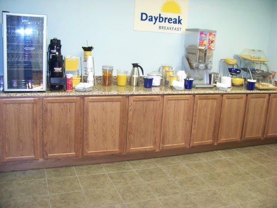 Days Inn & Suites Columbus NE: breakfast area
