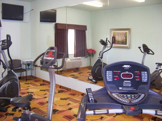 Days Inn & Suites Columbus NE: exercise room