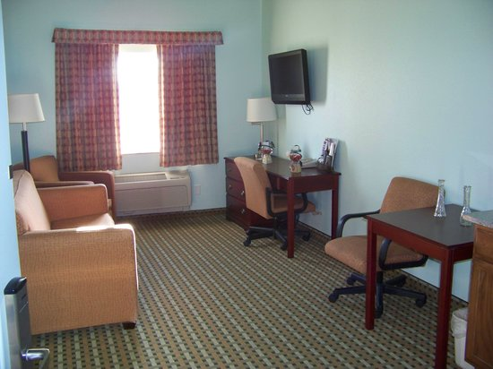 Days Inn & Suites Columbus NE: living