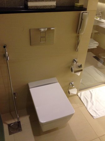 Crowne Plaza Bahrain: Bathroom
