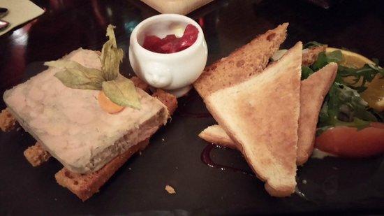 La connivence : foie gras, pain d'épice, oignons confis à la grenadine